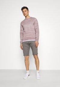 TOM TAILOR - JOSH  - Shorts - castlerock grey - 1