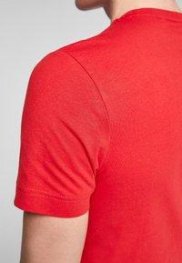 s.Oliver - MIT SCHRIFTPRINT - Print T-shirt - red good life print - 5