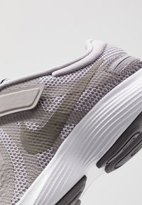 Nike Performance - REVOLUTION 4 FLYEASE - Neutral running shoes - atmosphere grey/metallic pewter - 2