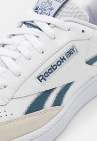 Reebok Classic - CLUB C REVENGE UNISEX - Zapatillas - footwear white/blue - 5