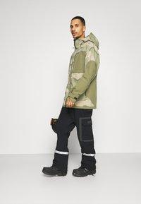 Burton - FROSTNER - Snowboard jacket - barren/keef - 1