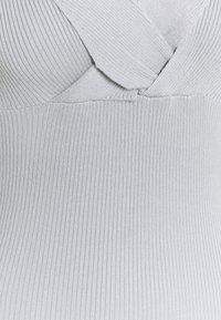 Missguided - WRAP BUST MIDAXI DRESS - Sukienka etui - grey - 2