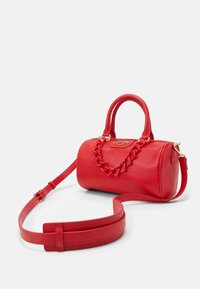 Love Moschino - TOP HANDLE CROC BAGUETTE CROSSBODY WITH TONAL CHAIN - Handbag - rosso - 5