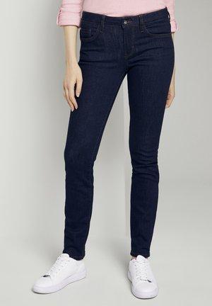 ALEXA IN LEICHTER WASCHUNG - Slim fit jeans - clean rinsed blue denim