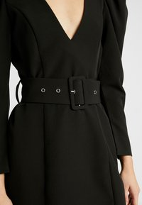 Nly by Nelly - BELTED PUFF DRESS - Cocktailkjole - black - 5