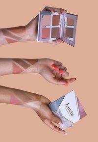Luvia Cosmetics - FACE PALETTE MEDIUM - Palette viso - - - 5