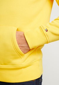 Tommy Hilfiger - LOGO HOODY - Sweat à capuche - yellow - 3