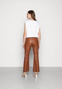 Soaked in Luxury - KAYLEE KICKFLARE PANTS - Pantalon classique - rubber - 3