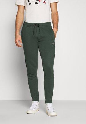 JJIWILL JJNOLAN - Pantalones deportivos - darkest spruce