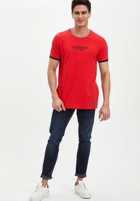 DeFacto - Print T-shirt - red