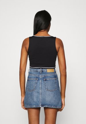 SMALL SIGNATURE CUTOUT CROPPED - Top - black