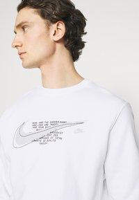 Nike Sportswear - COURT CREW - Sweatshirt - white - 4
