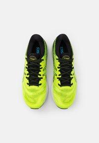ASICS - GEL-NIMBUS 23 - Neutral running shoes - hazard green/black - 3