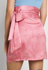 Never Fully Dressed - GRAPEFRUIT JASPRE - Wrap skirt - green/pink - 5