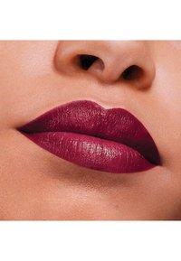 Maybelline New York - COLOR SENSATIONAL THE CREAMS - Rouge à lèvres - plum rule - 3
