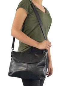 Gusti Leder - Across body bag - black - 0