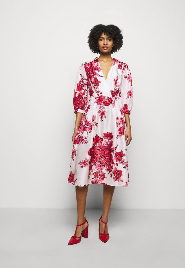 DRESS - Denní šaty - pink