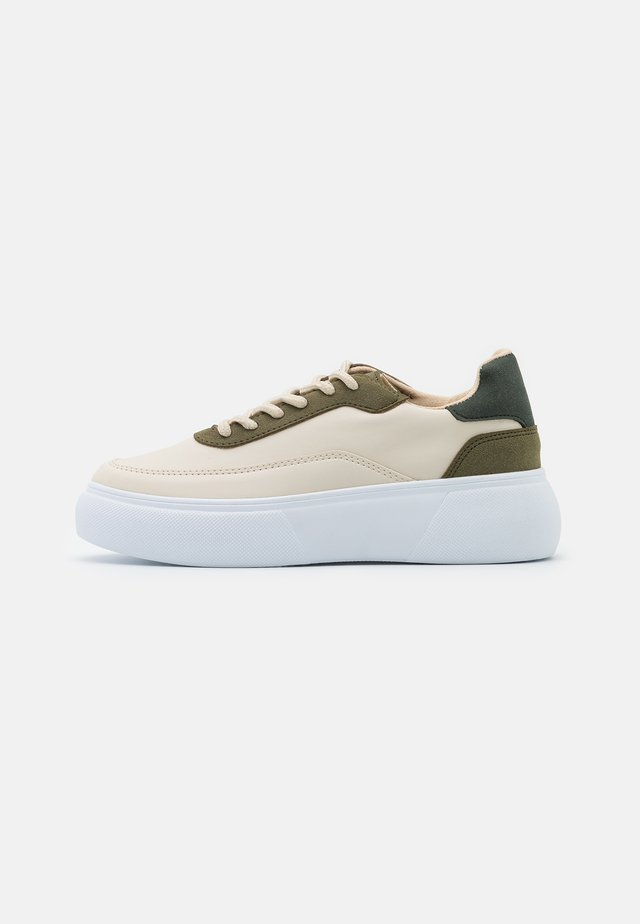 RETRO FORCE  - Baskets basses - beige/green