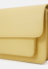 HVISK - CAYMAN POCKET RESPONSIBLE - Across body bag - pastel yellow - 3