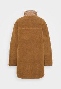 American Eagle - LONG SHIRT TAIL SHERPA JACKET - Winter jacket - brown - 1