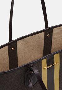MICHAEL Michael Kors - EVALG TOTE - Tote bag - brown/gold - 3