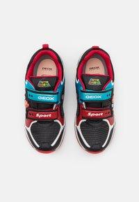 Geox - NINTENDO SUPER MARIO GEOX JUNIOR BOY - Sneakers - black/sky - 3