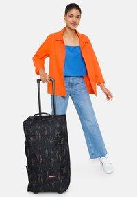 Eastpak - Wheeled suitcase - wild black - 0