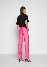 Victoria Victoria Beckham - DRAINPIPE - Pantalon classique - candy pink - 2