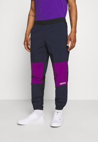 adidas Originals - WOVEN PANTS - Pantaloni sportivi - legend ink/glory purple - 0