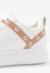 Lost Ink - EYELET LACE UP TRAINER - Trainers - white - 2