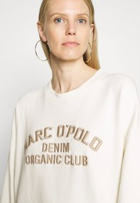 Marc O'Polo DENIM - LONGSLEEVE CREWNECK OVERSIZED FIT CHEST EMBROIDERY - Sweater - off-white - 3
