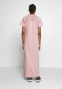 Nike Sportswear - DRESS UP IN AIR - Vestido informal - stone mauve - 2