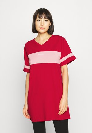 UFTEE-CHEERLY T-SHIRT - Nightie - red/rosa