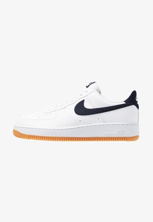 AIR FORCE 1 '07 - Sneakersy niskie - white/obsidian/university red/medium brown