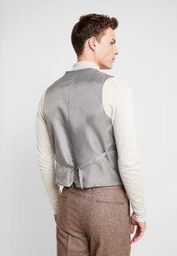 Shelby & Sons - CRANBROOK WAISTCOAT - Waistcoat - light brown - 2