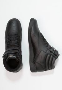 Reebok Classic - FREESTYLE HI LIGHT SOFT LEATHER SHOES - Baskets montantes - black - 3