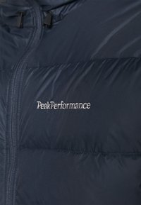 Peak Performance - FROST JACKET - Bunda zprachového peří - blue shadow - 3