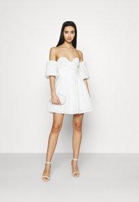 NA-KD - EMBROIDERED MINI DRESS - Vestito elegante - white - 1