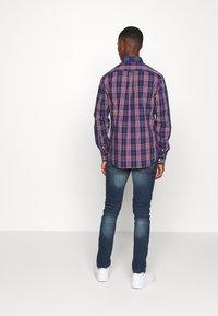 IZOD - POPLIN PLAID - Shirt - estate blue - 2