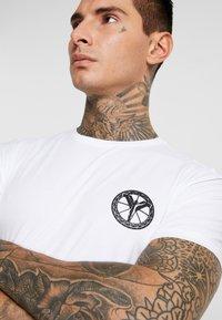 Carlo Colucci - UNISEX - Print T-shirt - weiss - 4