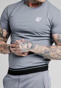 SIKSILK - GYM TEE - Camiseta básica - blue slate - 4