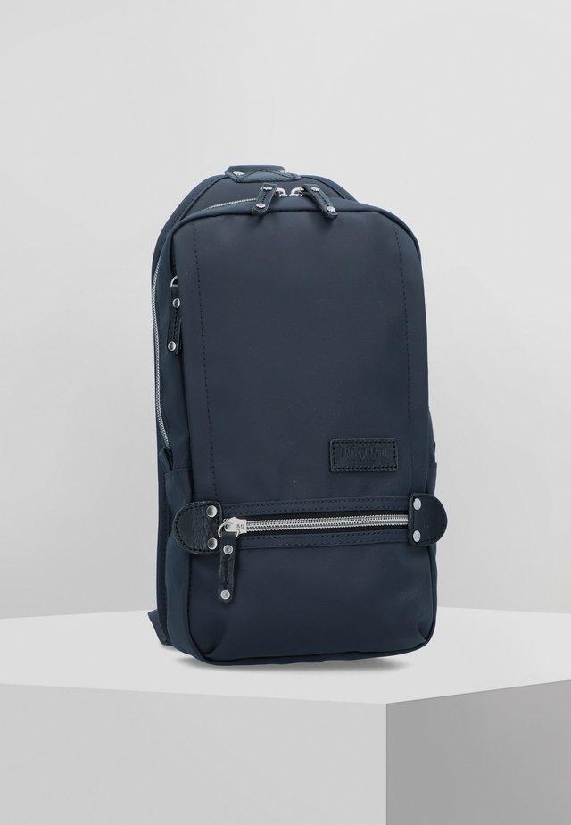 KURO 19 CM - Across body bag - navy