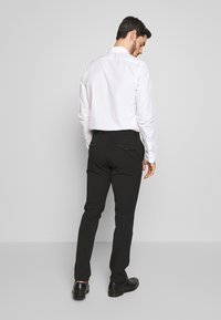Selected Homme - SLHSLIM-CARLO FLEX PANTS - Kalhoty - black - 2