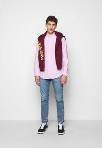 Polo Ralph Lauren - OXFORD CUSTOM FIT - Vapaa-ajan kauluspaita - new rose - 1