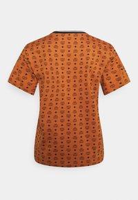 MCM - WOMENS VISETOS PRINT T-SHIRT - Print T-shirt - cognac - 1