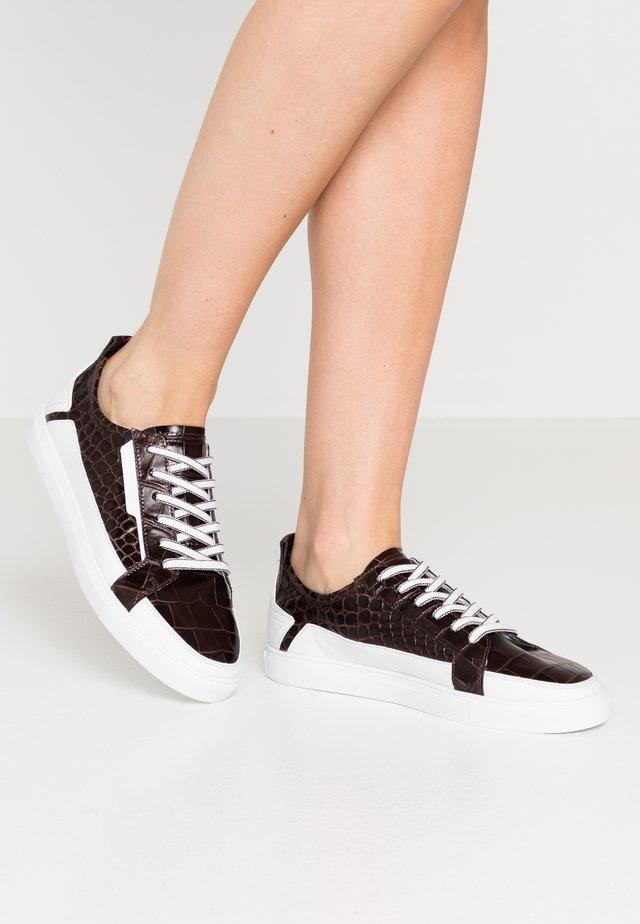 BASE - Sneakers laag - braun/bianco