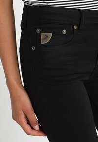 LOIS Jeans - RAVAL LEA SOFT COLOUR - Bukse - black - 3