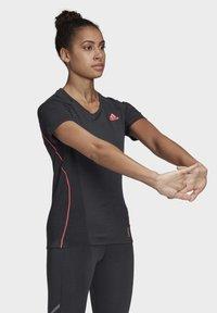 adidas Performance - ADI RUNNER PRIMEGREEN RUNNING - T-shirt print - Black - 4