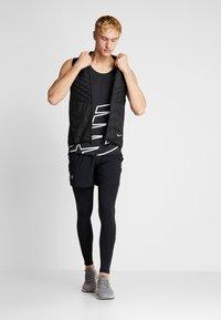 New Balance - PRINTED ACCELERATE SINGLET - Camiseta de deporte - black/white - 1