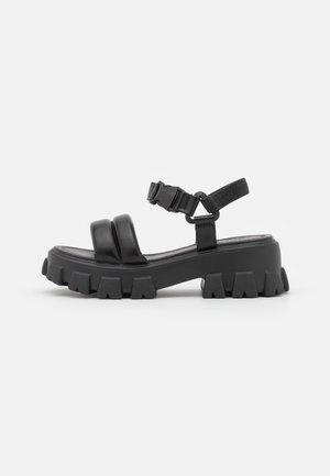 CHLO SLIDER - Sandalen met plateauzool - black
